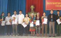 Trao quyết định nhập quốc tịch Việt Nam cho 51 công dân Lào