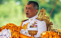 Vua Thái Lan sa thải 6 quan chức sau khi phế truất hoàng quý phi