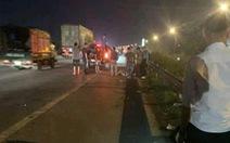 Băng qua đường cao tốc, 2 nữ công nhân bị xe tông chết, 1 người bị thương