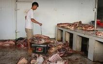 Bắt quả tang 800kg thịt heo bốc mùi hôi tại nơi bán... thực phẩm tươi