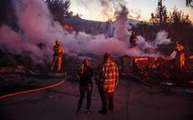 Cháy rừng lan từ bắc sang nam California, nhiều khu phố như bó đuốc