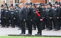 Cảnh sát và lực lượng cứu hộ Anh dành 1 phút mặc niệm 39 người chết trong container