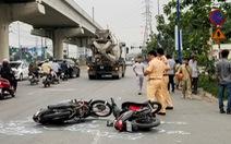 Va xe máy rồi ngã ra đường ở Thủ Đức, một phụ nữ bị cán chết