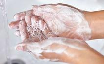 Dành có 10 giây để rửa tay, không sạch nổi vi trùng đâu!