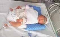 Cứu sống bé trai 34 tuần tuổi trong bụng sản phụ bị ôtô húc văng bất tỉnh