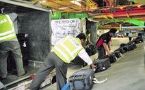 Bực cấp trên, nhân viên sân bay tráo thẻ hành lý làm hàng trăm vali thất lạc