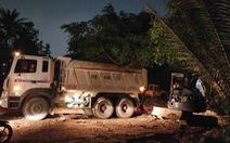 Cả phường ra bãi đất trống ở quận 12 'xử' hố chôn chất thải sát sông Vàm Thuật