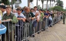 Khán giả thương binh xếp hàng dài đăng ký mua vé trận Việt Nam - UAE