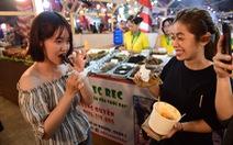 'Chiêu đãi' thực khách quốc tế với bánh căn, đuông dừa, bọ cạp chiên...