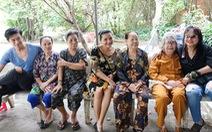 Đoàn phim Song Lang trao quà tại Viện dưỡng lão Nghệ sĩ
