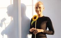 Thủ tướng gửi thư và hoa cho nữ sinh ung thư đi thi duyên dáng