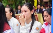 Chủ tịch tỉnh mời chuyên gia tâm lý nói chuyện lay động học sinh Quốc học Huế
