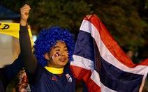 Cổ động viên Thái khuếch trương ở sân Mỹ Đình trước trận quyết đấu