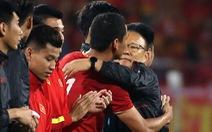 Anh Đức chia tay ông Park và đồng đội ngay trên sân cỏ sau trận hòa Thái Lan