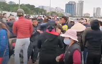 Video: Đánh nhau vì tấm vé xem trận Việt Nam gặp Thái Lan