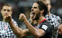 Mất người sớm, Bayern Munich thảm bại trước Frankfurt