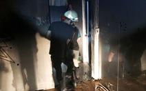 Cảnh sát kịp thời cứu hai người trong vụ cháy nhà lúc rạng sáng