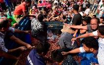 Người dân Bangladesh chật vật vì thiếu hành khô