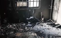 Video: Giận vợ nộp đơn ly dị, chồng dùng xăng đốt phòng ngủ