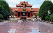 Sân lát tượng đài Hoàng đế Quang Trung đang đẹp, tỉnh bỏ 5 tỉ ngân sách cạy lên… nâng cấp ?