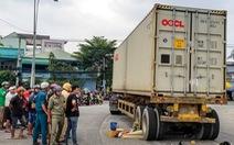 Xe container cuốn xe máy vào gầm làm một phụ nữ chết tại 'khúc cua nguy hiểm'