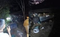 Xe chở hàng tấn lúa từ Lào về Việt Nam lật xuống ruộng sâu, tìm thấy một thi thể