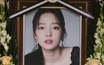 Showbiz Hàn 2020:  Vẫn scandal, thiệt hại vì COVID-19 và chấn động những cái chết