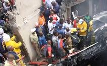 Video: Máy bay đâm xuống nhà dân, hàng chục người thiệt mạng