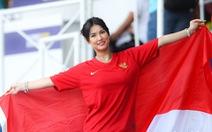 Maria Ozawa 'nóng bỏng' trên khán đài trận đấu Thái Lan - Indonesia