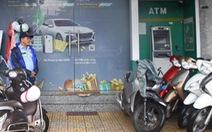 Dùng bao tay che camera, cạy máy ATM trộm tiền nhưng bất thành