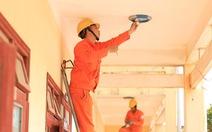 EVN lắp miễn phí đường dây, thay đèn cho gần 10 ngàn hộ gia đình nghèo