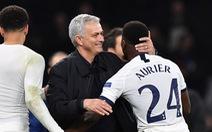 Mourinho: 'Tôi đau lòng khi phải thay người trong hiệp 1'