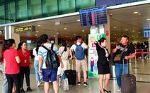 Tắt loa, Tân Sơn Nhất lắp thêm màn hình lớn song ngữ Việt - Anh