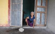 Bà cụ nhặt rác một chân ở bãi biển Gio Linh và điều ước một lần được thăm lăng Bác