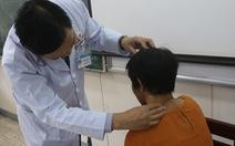 10 bác sĩ phối hợp cắt khối u 'khủng' 3kg trên cổ người phụ nữ