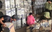 Hàng trăm bộ máy lạnh cũ nghi nhập lậu từ Campuchia về TP.HCM gia công bán lại