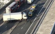 Cảnh sát đã bắn hạ nghi phạm đâm dao nhiều người bị thương trên cầu London?
