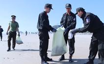 Video: Hàng trăm đoàn viên thanh niên xuống biển dọn rác