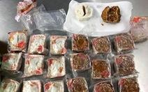 Mang bánh trung thu nhân thịt heo vào Úc, khách người Việt bị trục xuất