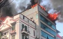 Cháy chung cư mini trên phố Trung Kính