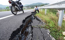 Đường dẫn lên cầu vượt cao tốc sụt lún, nứt toác