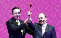 Việt Nam nhận chiếc búa chủ tịch ASEAN 2020