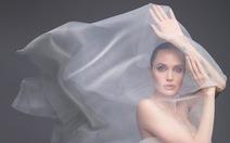 Angelina Jolie bất ngờ khỏa thân trên tạp chí Harper's Bazaar