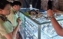 Tạm giữ hàng ngàn sản phẩm nghi giả LV, Hermes, Gucci, Dior, Rolex... ở Sài Gòn