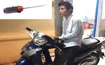 Nam thanh niên xô phụ nữ cướp xe SH ở quận Tân Bình bị công an tóm gọn