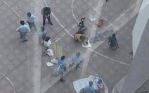 Nam sinh viên kiến trúc rơi từ tầng 13 trúng sinh viên khác