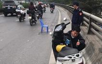 Truy tìm tài xế xe bán tải đụng chết bé 5 tuổi rồi bỏ chạy