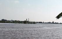 Sà lan chở gạch chìm trên sông Luộc, ít nhất 2 người mất tích