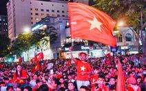 Trực tiếp: Sôi động không khí bóng đá tại TPHCM, Hà Nội