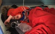 Bệnh nhân nhí không có giường nằm làm thủ tướng Anh méo mặt
